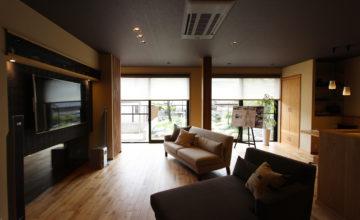 愛車を眺めて暮らす 浪漫ある平屋のガレージハウス|名古屋市