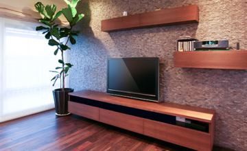愛知県 オーダー家具|タイル壁に映えるリビングボード