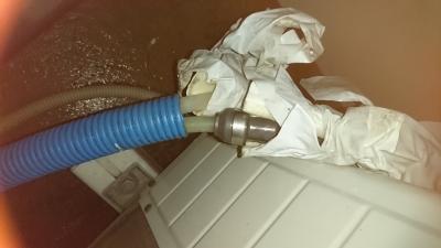 漏水部に金属製のソケットを取り付けました。