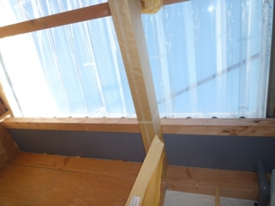 洗濯室の屋根の写真。クリアの素材を使用して明るく太陽光で暖かく。