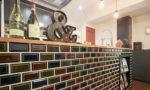 カラフルなタイルのキッチンカウンター