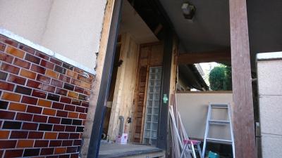工事中の玄関ポーチ