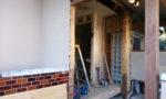 施工現場:玄関サッシの取替え写真
