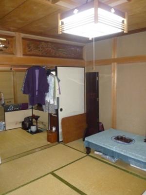 こちらの和室の畳を上げます