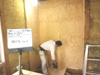 耐震補強 構造合板の設置風景