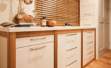 みよし市 オーダーキッチン|ごちゃごちゃしがちなキッチン収納:スライド式収納、パントリー
