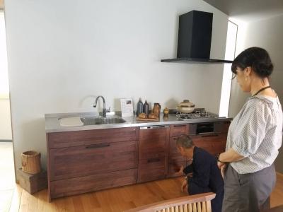 無垢の木のオリジナルキッチン2(ウッドワンショールーム)