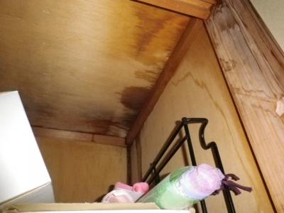 大量の雨漏り 愛知県愛知郡東郷町