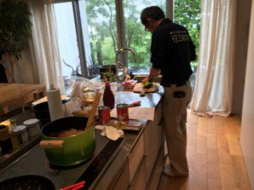 お料理をする渡辺さん