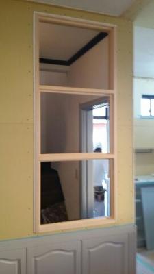 キッチン側の室内窓の枠