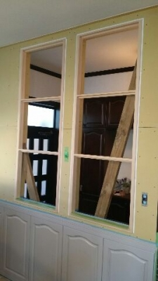 玄関側の室内窓の枠