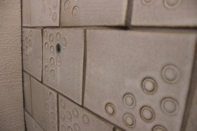 手作りタイルのトイレ タイルのアップ
