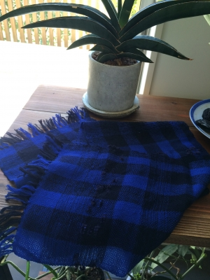 手織りのショートマフラー