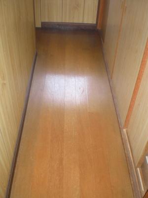 床(階段の昇降付近)