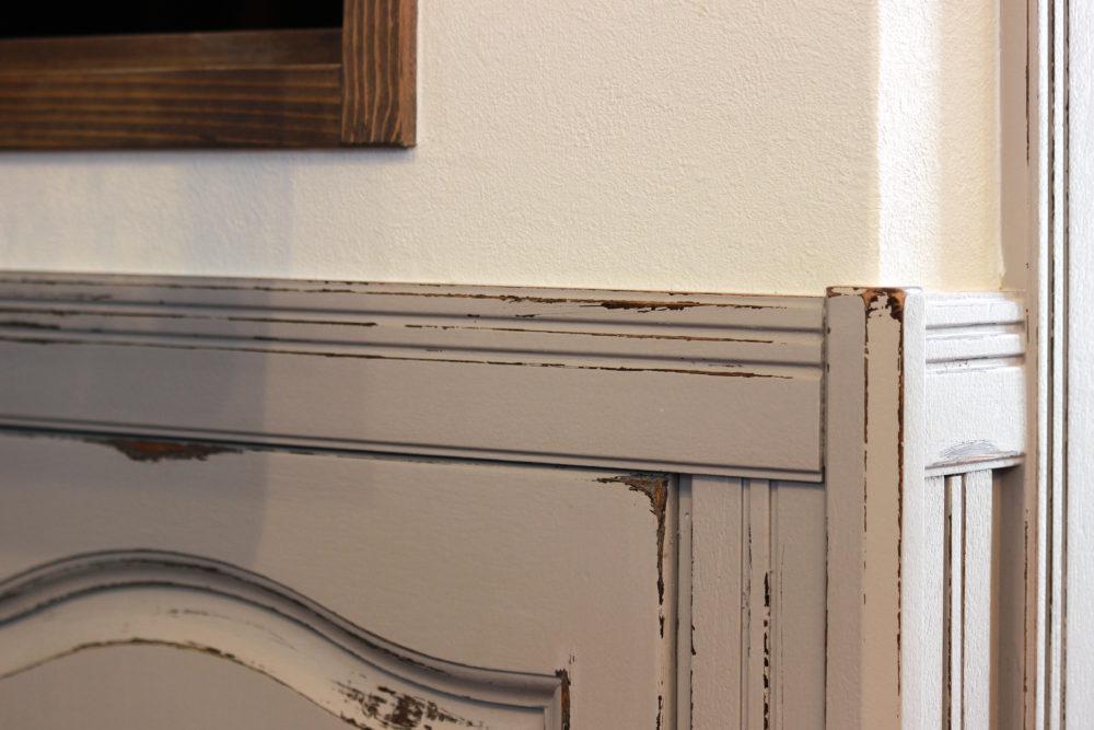 腰壁をグレー色に塗装(エイジング加工)