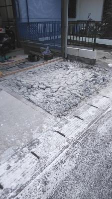 駐車場コンクリートの打ち直し(はつり)