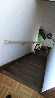 二階への階段(手摺取り付け後)