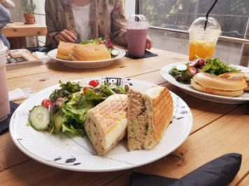 ニコライ・バーグマンのカフェの美味しいメニュー:ツナサンド