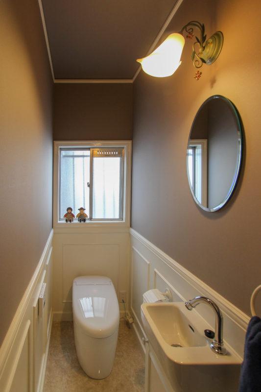 シックでエレガントなトイレ空間