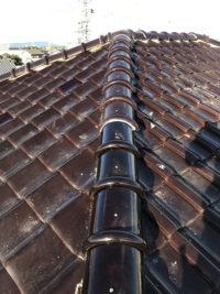 台風被害の屋根を補修。