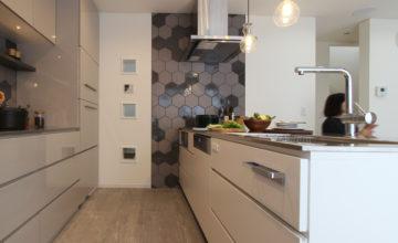 愛知県 みよし市にて。機能性とデザイン性を兼ね備えたキッチン