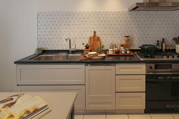オーダーキッチンだからこそ出来る工夫。家電製品もスッキリ。