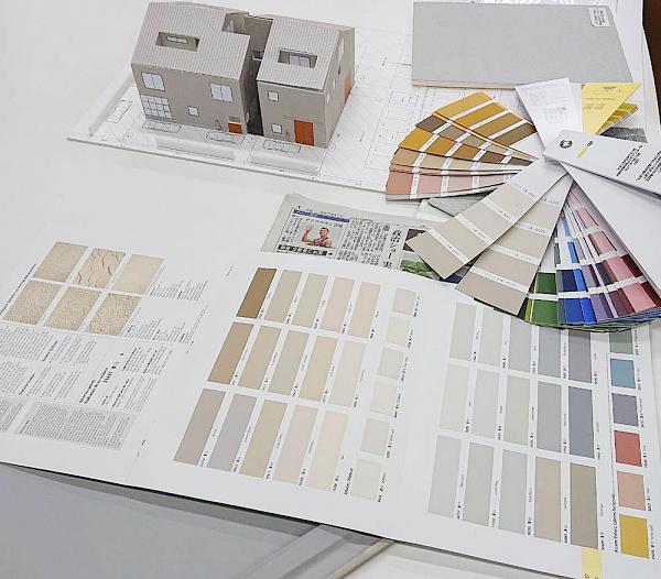 住工房の新しいショールーム。外壁の色を検討中