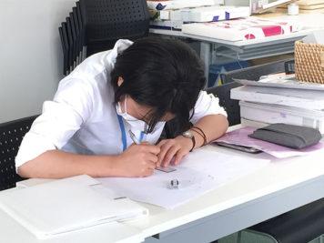 高校生インターンシップ:プランイメージを作画中