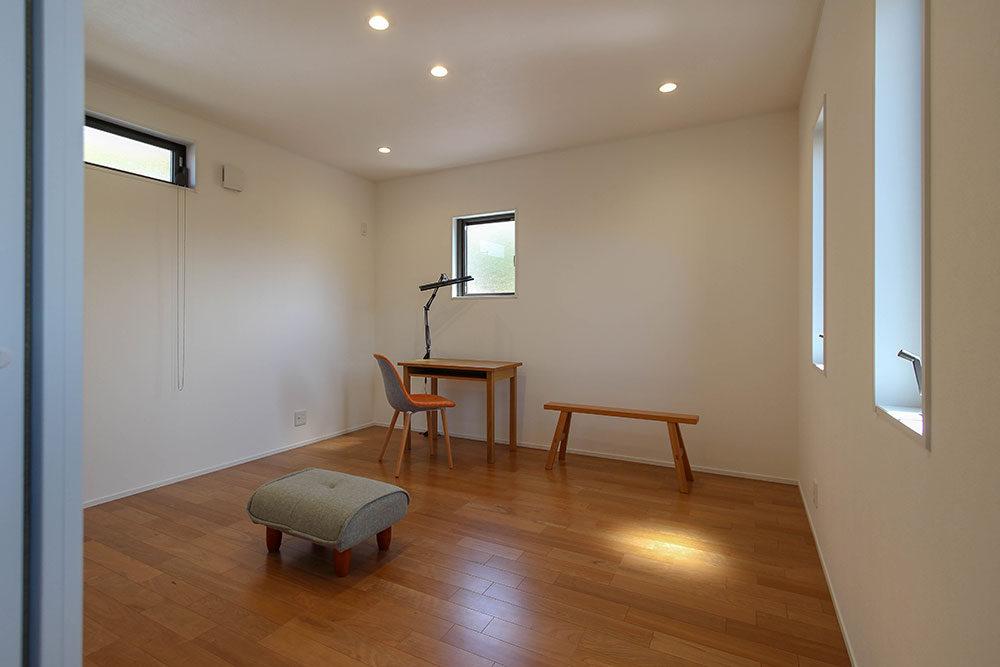 東郷町のリノベーション:木と塗り壁の風合いを楽しむ2階部屋
