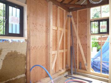 東郷町のリノベーション:耐震壁を建物の四隅に配置