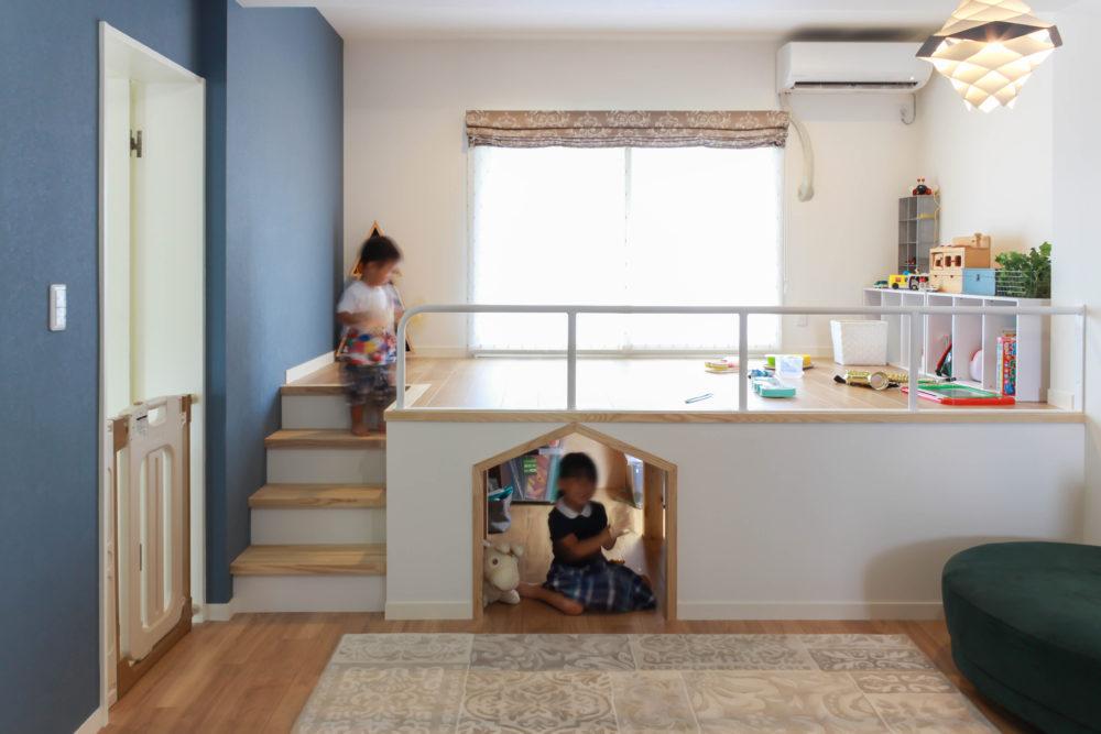 出入口が可愛い小上がり収納は、子供の秘密基地。