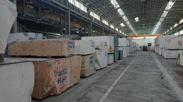 新事務所「コンセプトルーム」のキッチンに使う石板の仕入先工場