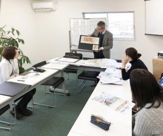 住工房の会議室にて、手描きバース講座