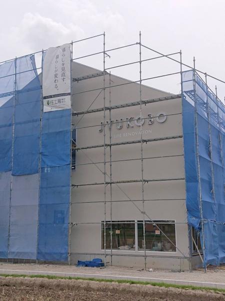 新社屋のロゴ照明看板