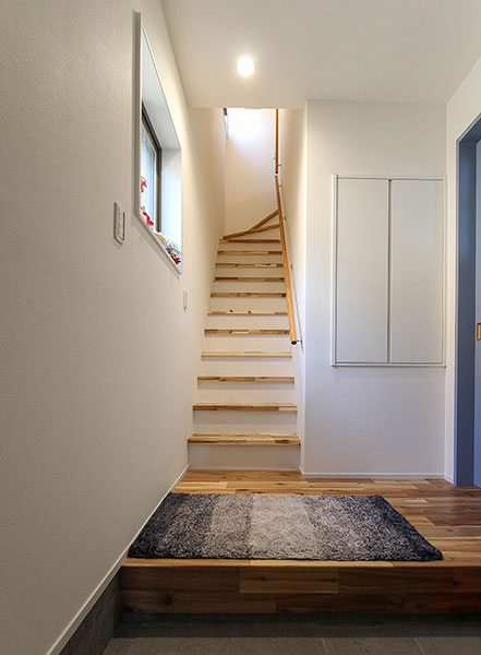 アカシア集成材を使った階段