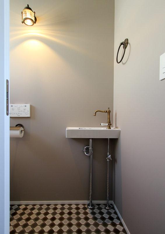 シンプルでオシャレなトイレ空間-1