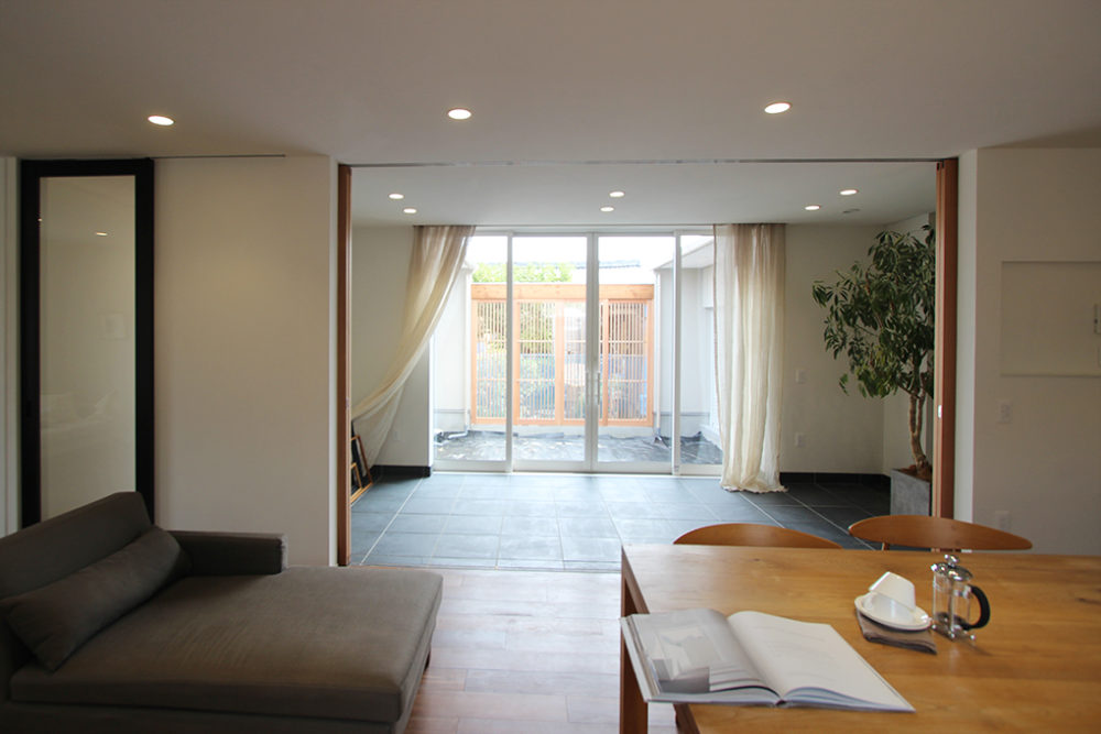 新築・戸建て平屋住宅:大きな開口窓