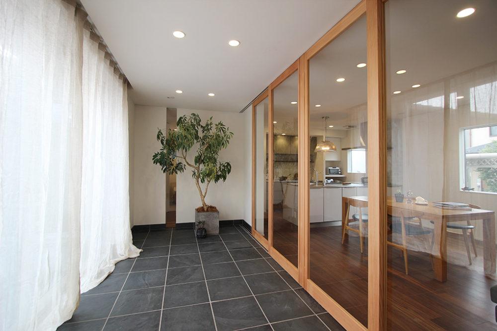 新築・戸建て平屋住宅:大きな開口のオーダー建具