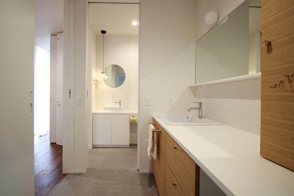 新築・戸建て平屋住宅:玄関サニタリールームからトイレ