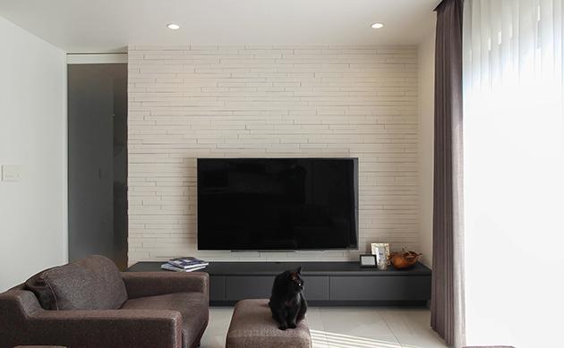 ダイニング:オーダ家具。壁はエコカラット。
