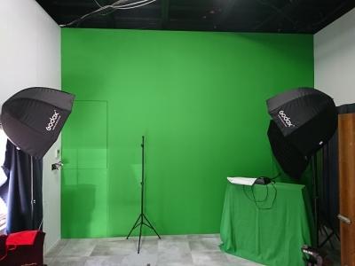 緑区の映像スタジオ リノベーション:クロマキー合成用の壁