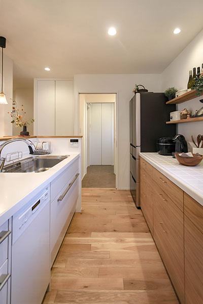 キッチンからお風呂まで、一直線の動線