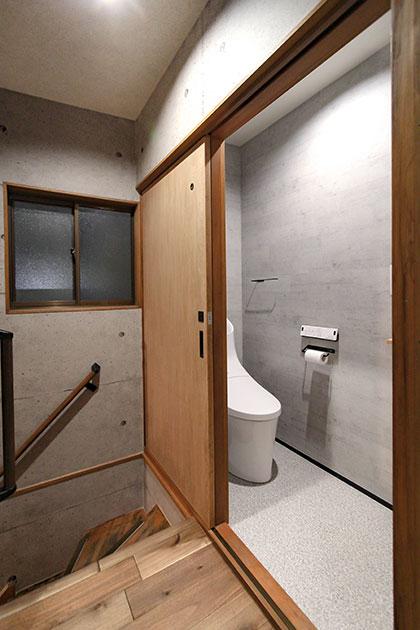 書道教室・トイレの引戸