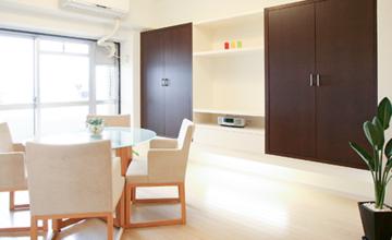 愛知県 オーダー家具|リビングボードを壁面に収納してスッキリ空間!