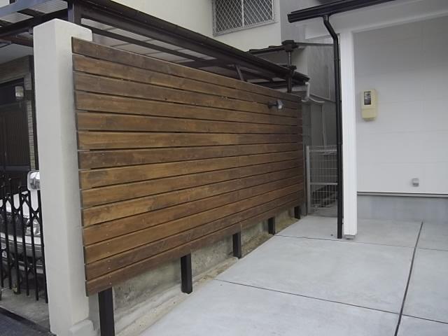 解体した柱で作ったウッドフェンス