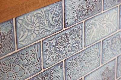 キッチンカウンターのタイル:ブルーのタイル