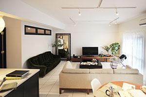 通風・採光と演出を考えた室内窓を名古屋市のマンションリノベーションに採用