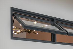 通風と採光に役立つ室内窓