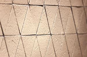 平田タイル(ビスケット/Hana)をオーダーキッチンの壁面に採用
