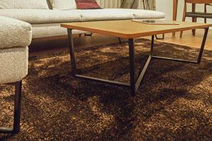アイアン脚のテーブル